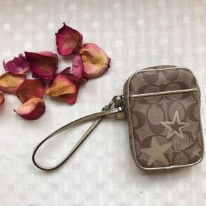 Adorable Coach Wristlet